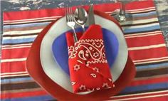 Decorating with bandanas is the obvious choice for cowboy, country and western themed parties. Here are a dozen bandana table decorating ideas for you. Napkin Folding Video, Folding Napkins, Towel Origami, Southwestern Home Decor, Party Themes, Themed Parties, Party Ideas, Western Parties, Party