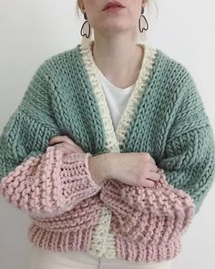 , Ravelry: Laszlo Cardigan pattern by Alexis Winslow Mara. Knitting Blogs, Vogue Knitting, Hand Knitting, Knitting Patterns, Crochet Patterns, Knitting Sweaters, Knit Fashion, Look Fashion, Fashion Outfits