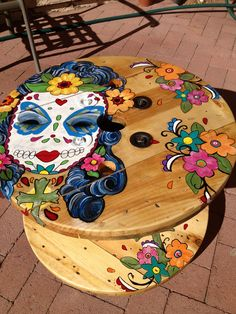 70 DIY Upcycled Spool Project Ideas for Outdoor Furniture - DecorisArt Mexican Furniture, Funky Furniture, Painted Furniture, Painted Chairs, Painted Tables, Table Furniture, Furniture Design, Outdoor Furniture, Diy Coffee Table
