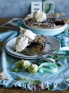 Mustikka-kookosmurupiirakka // Blueberry & Coconut Crumble Pie Food & Style Elina Jyväs, Baking Instinct  Photo Sanna Peurakoski www.maku.fi