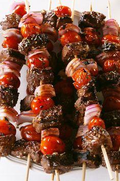 Balsamic Steak Skewers Are The Dreamiest Summer Dinner Steak Dinner Recipes, Grilled Steak Recipes, Kebab Recipes, Grilling Recipes, Wine Recipes, Beef Recipes, Steak Dinners, Pasta Recipes, Steak Skewers