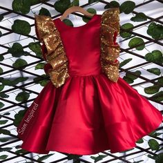 Little gold dress red and gold dress little red dress Dresses Kids Girl, Kids Outfits Girls, Girl Outfits, Baby Dress Design, Frock Design, Red And Gold Dress, Dress Red, Anna Lu, Mom Daughter Matching Dresses