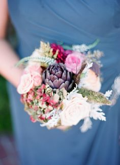 bouquet with artichoke | bouquet con fiori e carciofi | Grigio blu, rosso e carciofi http://theproposalwedding.blogspot.it/