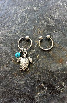 #cbr #captivebeadring #bodyjewelry #bodypiercing #20g #18g #16g #14g #bcr #beadcaptivering #piercing #piercings #stonejewelry #stone #horseshoering #cartilagepiercing #helix #helixpiercing #hoops Turtle - Turquoise Stone - 20g 18g 16g 14g CBR / BCR Bead Captive Ring Horseshoe Piercing Jewelry Hoop ( Helix Tragus Orbital )