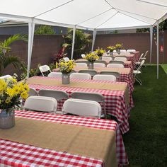 Achieve a picnic-themed-party in your backyard with poly picnic checker tablecloth in red and burlap runners. Everything available in On The Go Linens photo repost from diyamaspartyrental Bbq Party Decorations, Picnic Table Decorations, Western Party Centerpieces, Diy Table, Baby Shower Decorations, Baby Q Shower, Diy Shower, Outdoor Bridal Showers, Picnic Birthday