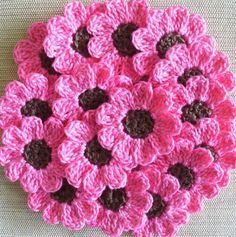 Haken | Op deze site vind je teltekeningen van diverse vrolijke gehaakte bloemetjes. Door AnnekeSchroor