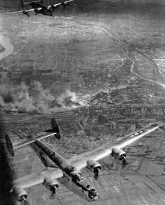 Liberator was bombing Csepel (Budapest, Hungary) Plane Photos, Big Friends, Old Planes, Military Pictures, Peaceful Life, Contemporary Photographers, Second World, Casablanca, Military Aircraft