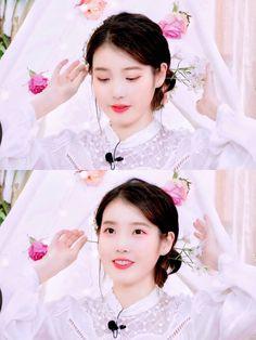 Wallpaper Gallery, Kdrama Actors, Love Poems, Real Beauty, Beautiful Soul, Korean Singer, Korean Girl, Make Me Smile, Cool Girl