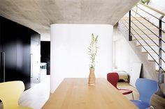 Umbau einer konventionellen wohnung in vorarlberg in ein singelloft. architektonisch klar definierten Eingriffen schaffen ein fliessendes, großzügiges Raumgefühl