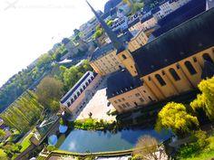 5 SITIOS QUE VER EN LUXEMBURGO CIUDAD Te mostramos actividades que hacer y sitios que ver en Luxemburgo con la experiencia de nuestra visita.Un día recorriendo esta pequeña ciudad, capital del gran Ducado, lejos de la explotación turística propia de capitales europeas cercanas. #luxemburgo #turismo #viajes #travel