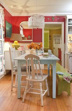 Cheerful Dining Room -- House of Turquoise: Jerusalem Greer + The Adventures of Jolly Goode Gal House Of Turquoise, Red Turquoise, Style At Home, Banquette Design, Sweet Home, Deco Boheme, Decoration Originale, Kitchen Colors, Vintage Kitchen