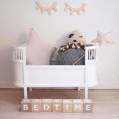 It's bedtime now for me! This very cute Rosaline doll bed is available in our online store. Good night all! Beautiful image by @solgt_til_stanglakrids.