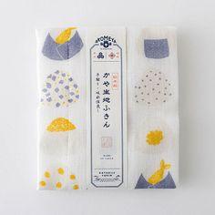 AKOMEYA オリジナル 日本製 かや生地ふきん おにぎり イエロー Japanese Packaging, Tea Packaging, Food Packaging Design, Paper Packaging, Bottle Packaging, Packaging Design Inspiration, Brand Packaging, Branding Design, Tea Design