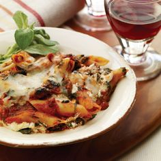 Full of health-promoting antioxidants, this baked pasta dish delivers all the flavors of lasagna in less than half the preparation and baking time. Serve it with crusty sourdough rolls and a tossed green salad.