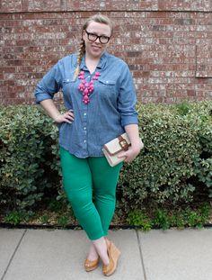 DIY FATSHION - ootd, fatshion, polka dots, bubble necklace, green, jeggings, nine west, wedges