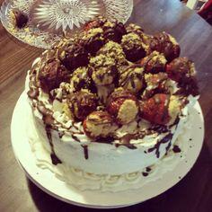 Cheesecake stuffed strawberries cake I made