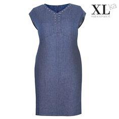 Lniana sukienka na lato w kolorze jeansu  Sukienka z lnu duże rozmiary   Pomysł - sukienka na lato plus size w sklepie XL-ka #plussize #moda #sukienki #sukienkinalato