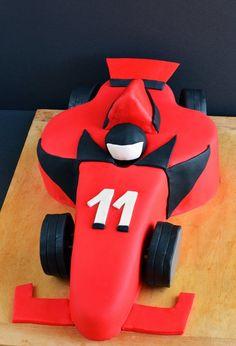 Hogyan faragjunk a tortából Forma versenyautót? Dad Cake, Ferrari, Drink Sleeves, Sweet, Formula 1, Bmw, Shapes, Meet, Cars