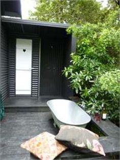 Outdoor bathtub! Vacation Cottage in Piha, North Island,Piha, 1 Bedroom, 1 Bath, Sleeps 2