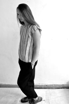 blouse manches courtes en lin rayures grises - VDJ, pantalon en lin épais noir - VDJ