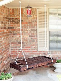 Pallet porch swing Pallet Crafts, Pallet Projects, Home Projects, Diy Pallet, Pallet Porch, Outdoor Pallet, Diy Porch, Pallet Wood, Porch Bench