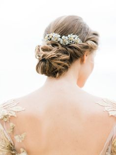Love this chic bun ! Great for a wedding