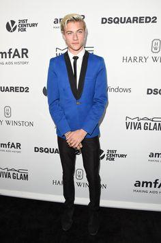 Model Lucky Blue Smith Attends amfAR's Inspiration Gala Los Angeles at Milk Studios on October 29, 2015 in Hollywood, California. ❤