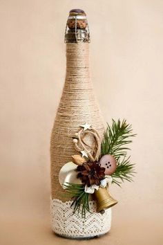 If Christmas is coming and you like DIY crafts, you must try these DIY Christmas crafts decoration bottles ideas. These DIY crafts bottles are very easy, you just need to look closely before you can make them yourself. Glass Bottle Crafts, Wine Bottle Art, Painted Wine Bottles, Diy Bottle, Glass Bottles, Rope Crafts, Jar Crafts, Decor Crafts, Felt Crafts