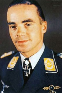 """Oberstleutnant Hans-Karl Stepp (1914-2006), Kommodore Schlachtgeschwader 2 """"Immelmann"""", Ritterkreuz 04.02.1942, Eichenlaub (462) 27.04.1944"""