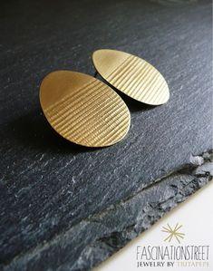 Fascinationstreet B-handmade: Orecchini a perno con texture in ottone e argento 925.