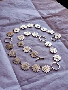 Flowery necklace, silver and gold. By Diana Greenwood 2014 Keep Jewelry, Jewelry Art, Jewelry Necklaces, Jewelry Design, Metal Clay Jewelry, Metal Bracelets, Handmade Silver Jewellery, Silver Jewelry, Contemporary Jewellery