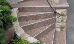 Eine alte Steintreppe wird mit Platten aus Marmorkies zu einem tollen Hingucker: Wir zeigen Ihnen hier, wie Sie die Kellertreppe renovieren können