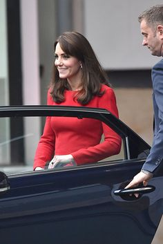 Kate drums up some festive cheer at children's Christmas party - Photo 3
