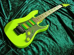 Ibanez Universe yellow custom
