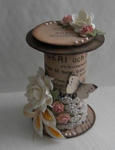 shabby sewing - made from toilet paper roll core covered in aged paper.- leave off the embellishments. add ribbon or lace. Toilet Paper Roll Art, Rolled Paper Art, Wooden Spool Crafts, Wooden Spools, Crafts To Make, Arts And Crafts, Paper Crafts, Diy Crafts, Shabby Chic Crafts