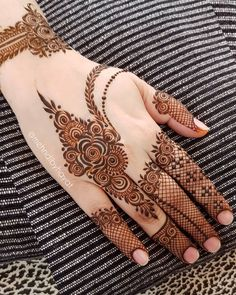 Hi everyone , welcome to worlds best mehndi and fashion channel Zainy Art . Hope You guys are liking my daily update of Mehndi Designs for Hands & Legs Nail . Simple Mehndi Designs Fingers, Modern Henna Designs, Finger Henna Designs, Back Hand Mehndi Designs, Latest Bridal Mehndi Designs, Mehndi Designs 2018, Mehndi Design Photos, Dulhan Mehndi Designs, Beautiful Henna Designs