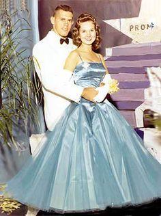 Suzy! Lemon Bridesmaid Dresses, Sequin Prom Dresses, Blue Wedding Dresses, Beautiful Prom Dresses, Wedding Dress Sleeves, Formal Dresses, Vintage Summer Outfits, Vintage Prom, 80s Prom