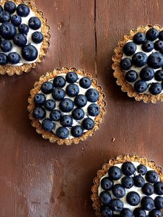 Blueberry Lemon Curd Mousse Tarts via @daydreamerdsrts