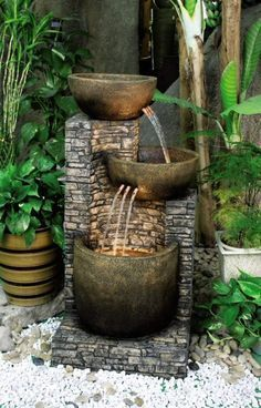 Front Yard Garden Design Minimalist fountain design to beautify the garden and garden in your home - A collection of unique garden fountain designs to beautify your garden. Just adding a few items can change the look of your whole garden. Unique Gardens, Small Gardens, Beautiful Gardens, Backyard Water Fountains, Indoor Fountain, Outdoor Fountains, Wall Fountains, Fountain Garden, Rock Fountain