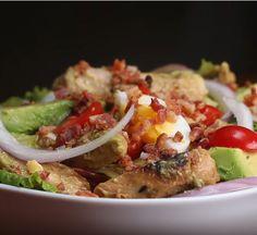 Si buscas Recetas saludables, entonces debes aprender a hacer ésta ensalada! Es muy completa y equilibrada. ¡Aprende como preparar tu comida sana!