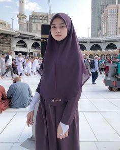 See More – Hijab Fashion 2020 Casual Hijab Outfit, Hijab Chic, Hijab Dress, Beautiful Muslim Women, Beautiful Hijab, Beautiful Lips, Hijab Fashion, Girl Fashion, Fashion Outfits