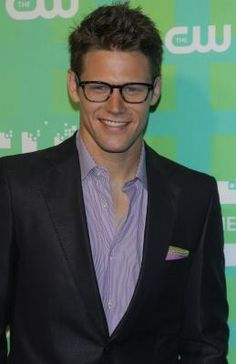 Zach Roerig - lookind better than ever, i'm liking that suit over the quaterback jacket he wears on the show all the time...