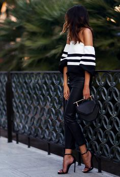 Looking for black and white outfits to change things up? Find a full photo gallery of black and white outfit combinations. Maximize your style today. Source by bricekep ideas going out Fashion Mode, Look Fashion, Womens Fashion, Fashion Trends, Fashion Bloggers, Fashion News, Fashion Night, Classy Fashion, 80s Fashion