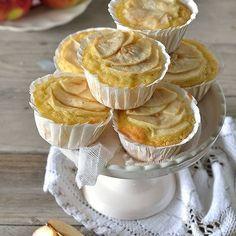 Non so voi ma amo qualsiasi dolce fatto con le mele  se avete voglia riuscite ad infornare queste tortine per la colazione di domani  la #ricetta e' nel blog. Baci e abbracci !! #tortadimele #mele #apple #tarteauxpommes #foodbloggeritaliani #foodblogger #foodporn #secucinatevoi #italiaintavola #italy_food #incucinaconleinstamamme #mapisweetb #dessertporn #otcucino