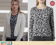 Kelsi's (Ashley Tisdale) leopard spot top on The Crazy Ones. Outfit Details: http://wornontv.net/24222 #TheCrazyOnes #fashion