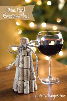 This Wine Cork Christmas tree at sweetcsdesigns.com is so easy to make- only takes 20 minutes to have a fun and festive decoration!