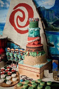 's Birthday / Moana - Photo Gallery at Catch My Party Moana Theme Birthday, Moana Themed Party, Hawaiian Birthday, Luau Birthday, Fourth Birthday, Disney Birthday, 6th Birthday Parties, 2nd Birthday Party Ideas, Moana Party Invitations