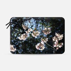 Cherry's beauty - Macbook Sleeve
