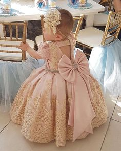 Ahhhh love this! Baby Girl Frocks, Baby Girl Party Dresses, Frocks For Girls, Gowns For Girls, Little Girl Dresses, Girls Dresses, Fashion Kids, Baby Girl Fashion, Baby Birthday Dress