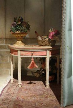 Pink Side table,   Photo of Maritza Miniatures Maritza Miniatures